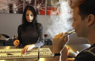 LA Bans E-Cigarette Use In Public Places